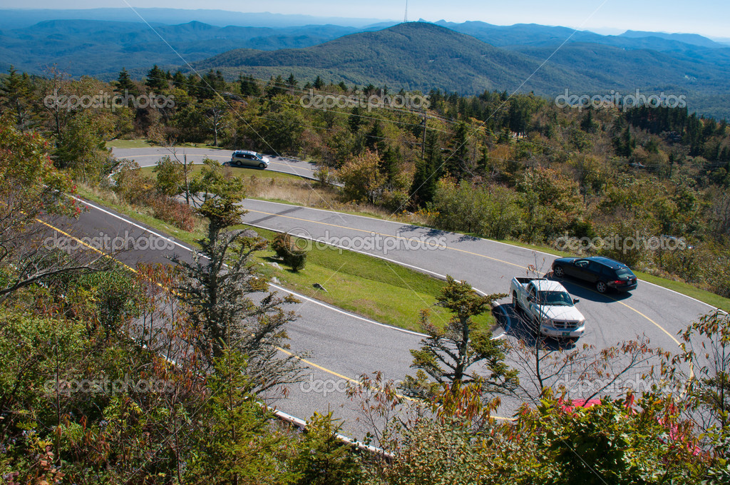 A hairpin curve in the Blue Ridge Mountains in North Carolina — Zdjęcie stockowe #13409079