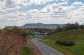 Łuk drogi w górach — Zdjęcie stockowe
