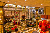 Image of big decorated Christmas tree in the mall — Stock Photo
