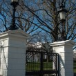 The White House entrance gates — Stok fotoğraf