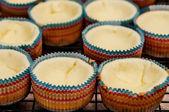 Delicious vanilla cupcake with cream cheese — Stock Photo