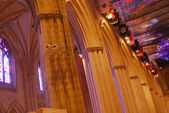 Interno di un'architettura classica gotica cattedrale nazionale — Foto Stock