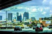 Atlanta městské panorama a dálniční provoz — Stock fotografie