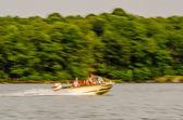 快速移动的小船 — 图库照片