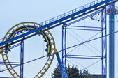 Rollercoasters at an amusement park with blue sky — Stockfoto