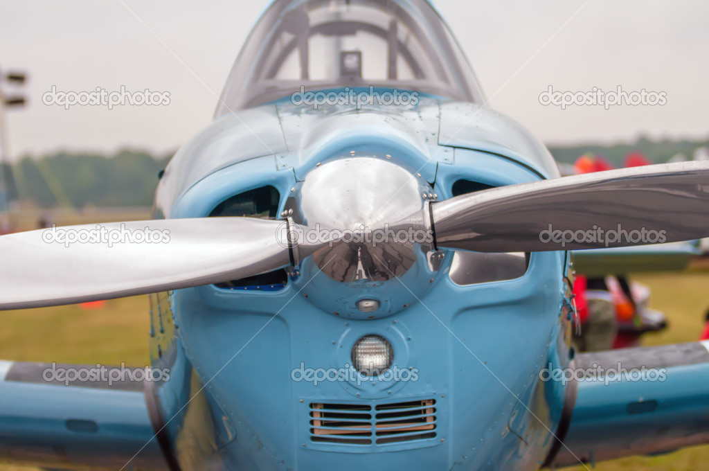 前面的螺旋桨飞机 — 图库照片