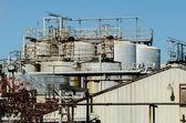 Fabrieksinstallatie op een zonnige dag — Stockfoto