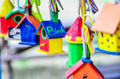 Små färgglada fågelhus — Stockfoto