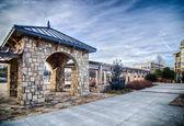 Odlade sten terrassen spaljé detaljer nära park i en stad — Stockfoto