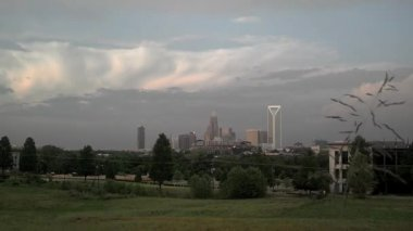 Timelapse of sky and clouds over charlotte skyline — Stock Video