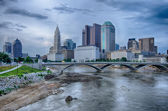 Columbus, Ohio skyline reflected in the Scioto River. Columbus i — Stock Photo