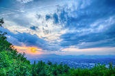 Roanoke City as seen from Mill Mountain Star at dusk in Virginia — Stok fotoğraf