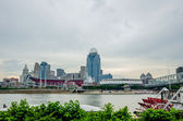 Cincinnati skyline and historic John A. Roebling suspension brid — Stock Photo