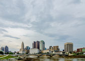 Columbus Ohio skyline and downtown streets in late afternoon — Stock Photo