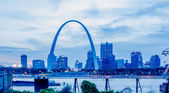 City of St. Louis skyline. Image of St. Louis downtown with Gate — Stock Photo