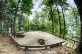 Heavily wooded camp site ready for campers — Stock Photo