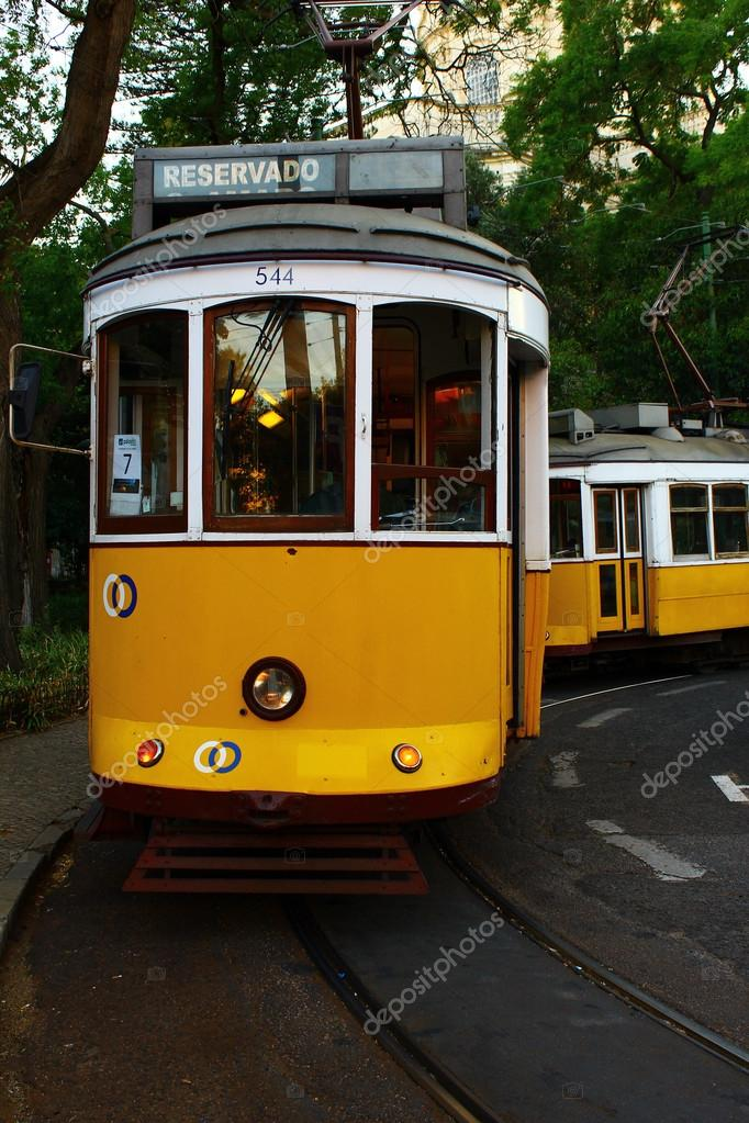 The yellow tram 28 at the portuguese capital city, Lisbon — Stock Photo #12962005