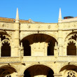 Detail of the cloister of the portuguese Hieronymites Monastery — Stock Photo #13579373