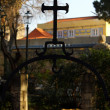 Detail of an old iron cross at Saint George Castle, Lisbon, Port — Stock Photo