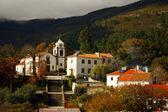 Vue sur un petit village portugais — Photo