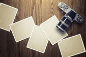 Blank card and vintage camera on wood background. — Stock Photo