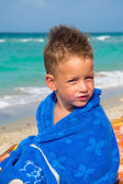 Little boy with towel on beach — Stock Photo