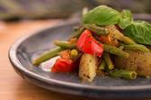 Vegan teller mit kartoffeln und bohnen — Stockfoto