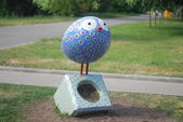 The monument of bird in the city park — Stock Photo