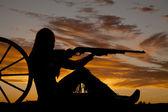 Woman gun wagon silhouette — Stock Photo