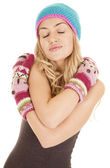 Woman hat mittens arms folded — Stock Photo