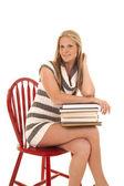 çizgili kadın elbise şekilde kitap yan otur — Stok fotoğraf