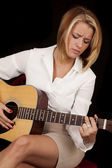 Looking at guitar playing — Stock Photo