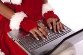 Christmas flicka med laptop — Stockfoto