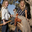Two women with guns — Stockfoto