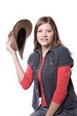 Vrouw poseren met hoed — Stockfoto