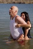 Muž a žena vody legrační výraz — Stock fotografie