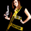 Woman caution gun — Stockfoto