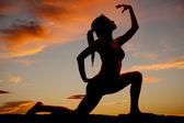 Silhoeutte fitness strony jedno kolano — Zdjęcie stockowe