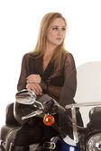 Mujer rubia sit motocicleta clow fijaré — Foto de Stock