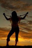 Amérindien avec archet sur la silhouette des épaules — Photo