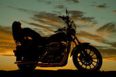Silhouette of woman lean back on motorcycle — Foto Stock