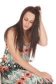 žena barevný design šaty vzhled sednout — Stock fotografie
