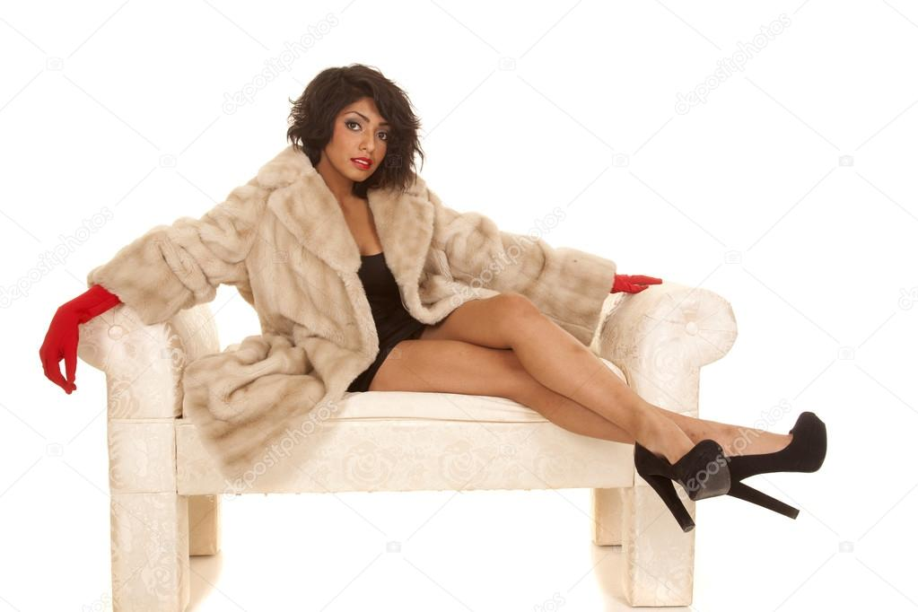 Фото женщины на лавке нога на ногу фото 567-500