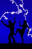 Silhouette woman kicking man — Stockfoto