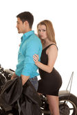 Man blue shirt woman behind stand motorcycle she look — Stock Photo