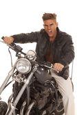 疯狂的男人皮夹克坐摩托车 — 图库照片