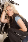 Woman in leather sit by motorcycle serious — Stock Photo