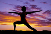 Silhouette yoga woma lunge arms out — Stock Photo