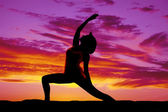 Silhouette yoga woman lunge one arm up — Stock Photo