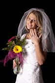 Vrouw bruiloft jurk bloemen Toon ring — Stockfoto